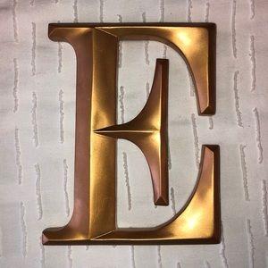 "Gold ""E"" sign"